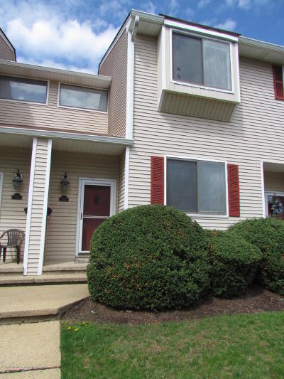 Middletown Condo/Townhouse Under Contract: 172 Clubhouse Drive