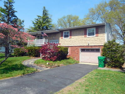 Howell Single Family Home For Sale: 8 Burdge Drive