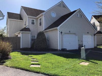 Freehold Condo/Townhouse For Sale: 11 Cummings Court