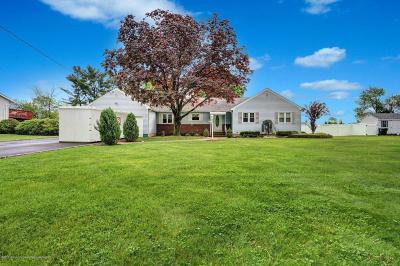 Freehold Single Family Home For Sale: 26 Stonehurst Boulevard