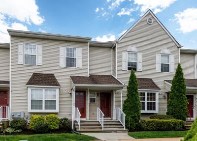Freehold Condo/Townhouse For Sale: 4505 Pepperidge Court