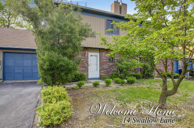 Howell Condo/Townhouse For Sale: 14 Swallow Lane