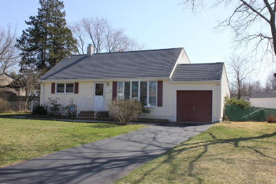 Hazlet Single Family Home For Sale: 30 Linda Place