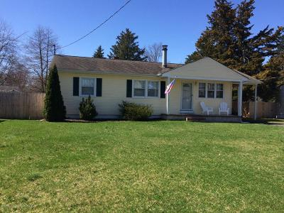 Ocean County Single Family Home For Sale: 976 McGuire Drive