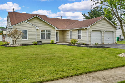 Howell Single Family Home For Sale: 21 Silverbrooke Circle