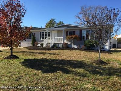 Brick Single Family Home For Sale: 102 Mizzen Road