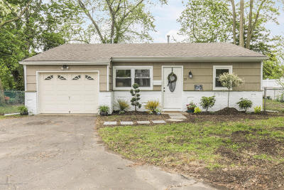 Middletown Single Family Home For Sale: 27 Carter Avenue