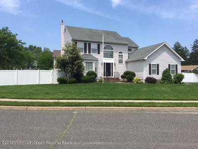 Eatontown Single Family Home For Sale: 76 Carolyn Court
