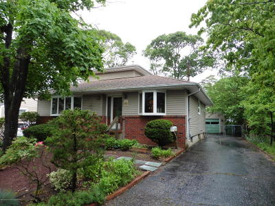 Point Pleasant Single Family Home For Sale: 213 Riveredge Court
