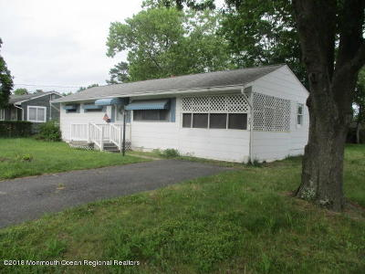 Brick Single Family Home For Sale: 39 Parkway Drive