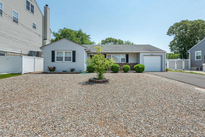 Toms River Single Family Home For Sale: 16 Woodhaven Road
