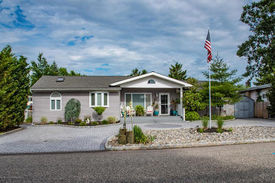 Toms River Single Family Home For Sale: 14 Sycamore Lane
