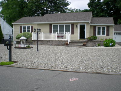 Toms River Single Family Home For Sale: 188 Walnut Creek Lane