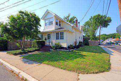 Middletown Single Family Home For Sale: 21 Lorraine Place