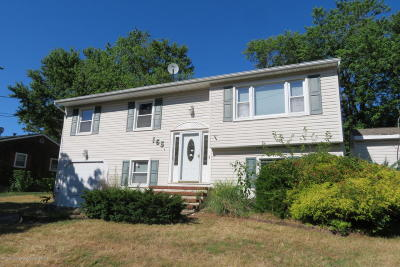 Point Pleasant Single Family Home For Sale: 165 Smith Circle