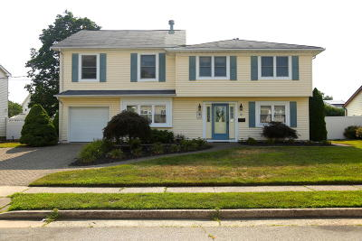 Hazlet Single Family Home For Sale: 12 Kerry Drive