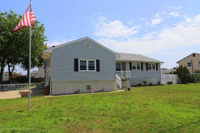 Toms River Single Family Home For Sale: 11 Harbor View Lane