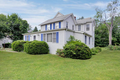 Middletown Single Family Home For Sale: 68 Harmony Avenue