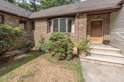 Howell Single Family Home For Sale: 274 Aldrich Road