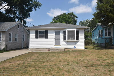 Toms River Single Family Home For Sale: 67 River Drive