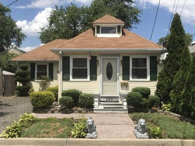 Middletown Single Family Home For Sale: 469 Center Avenue