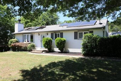 Toms River Single Family Home For Sale: 15 Michele Drive