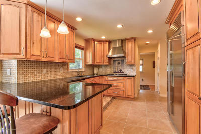 Holmdel Single Family Home For Sale: 25 Heather Hill Way