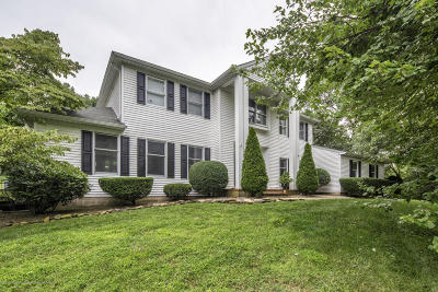 Middletown Single Family Home Under Contract: 12 Constitution Drive