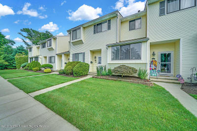 Middletown Condo/Townhouse Under Contract: 122 Clubhouse Drive