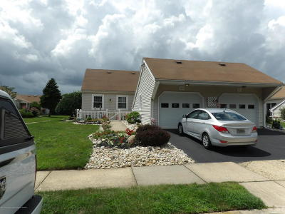 Freehold NJ Condo/Townhouse For Sale: $249,000