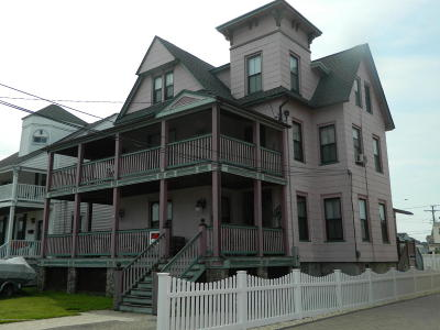 Point Pleasant Single Family Home For Sale: 104 New York Avenue