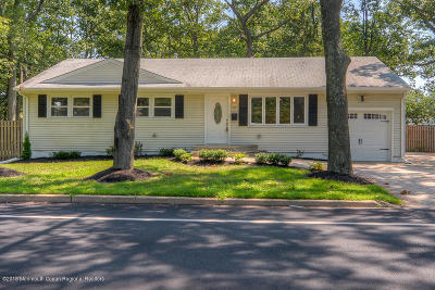 Brick Single Family Home For Sale: 111 Midstreams Road