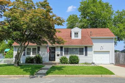 Middletown Single Family Home Under Contract: 287 Sandy Hook Avenue