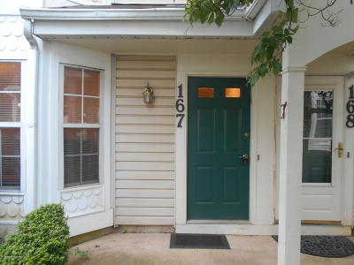 Freehold NJ Condo/Townhouse For Sale: $236,900