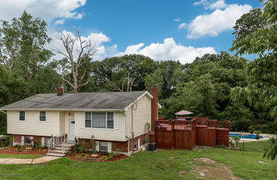 Freehold Single Family Home For Sale: 132 Manaqua Road