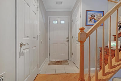 Condo/Townhouse Under Contract: 17 Nutmeg Court