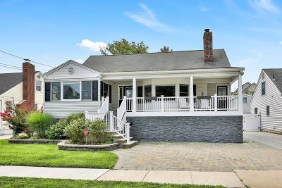 Point Pleasant Beach Single Family Home For Sale: 210 Princeton Avenue