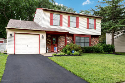 Howell Single Family Home Under Contract: 14 Colonial Court