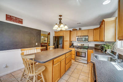 Howell Single Family Home Under Contract: 28 Oak Terrace