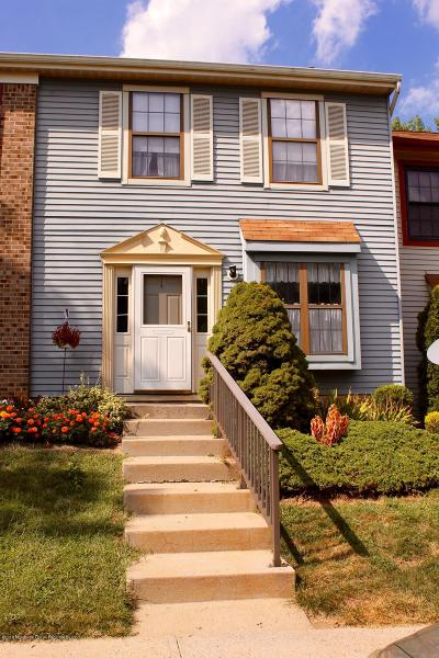 Freehold NJ Condo/Townhouse For Sale: $225,000