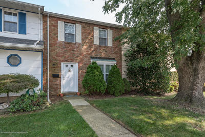 Freehold Condo/Townhouse For Sale: 128 Kingsley Way