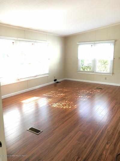 Manalapan Single Family Home For Sale: 70 Deer Way