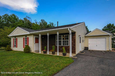 Single Family Home For Sale: 25 Colonial Drive