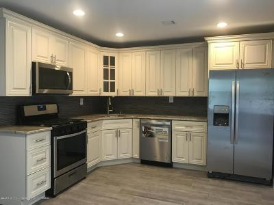 Freehold Condo/Townhouse For Sale: 31 Kingsley Way
