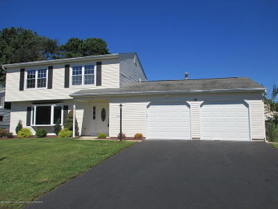 Howell Single Family Home For Sale: 14 Starlight Road