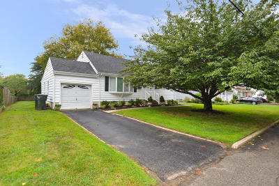 Hazlet Single Family Home For Sale: 6 Parkview Drive