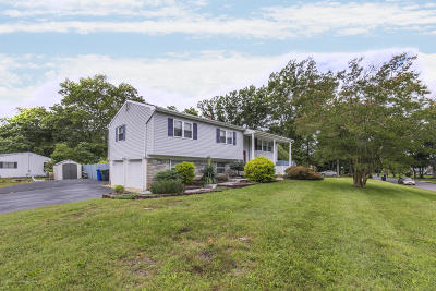 Toms River Single Family Home For Sale: 1055 Lucy Lane