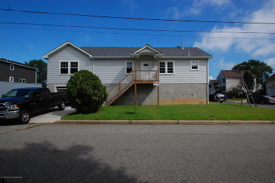 Monmouth County Single Family Home For Sale: 22 Renfrew Place