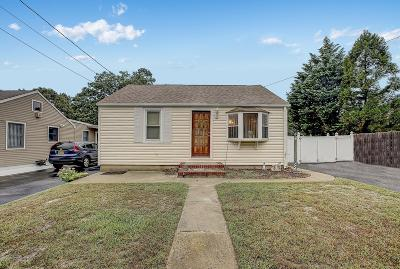 Toms River Single Family Home For Sale: 556 Gilford Avenue