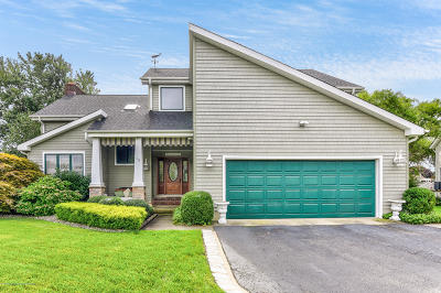 Monmouth County Single Family Home For Sale: 10 Ellis Court